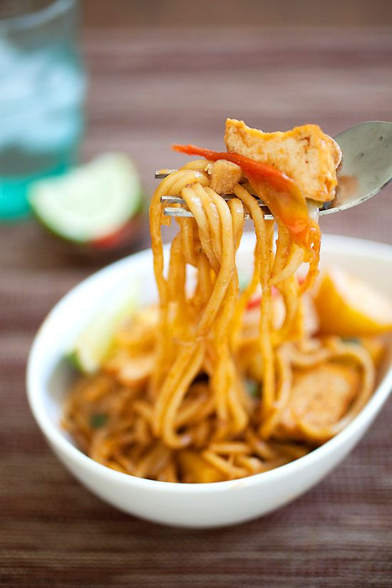 Veggie Mee Goreng (Fried Noodles), a zesty Malaysian noodle dish which is super delicious but easy to make.