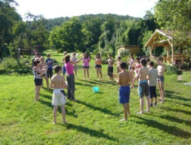 kosarfonás az erdei iskolában, nonformális tanulási módszerek, sikerélmény, rugalmasság, pozitív tapasztalatok nálunk, Túl az Óperencián www.tulazoperencian.hu