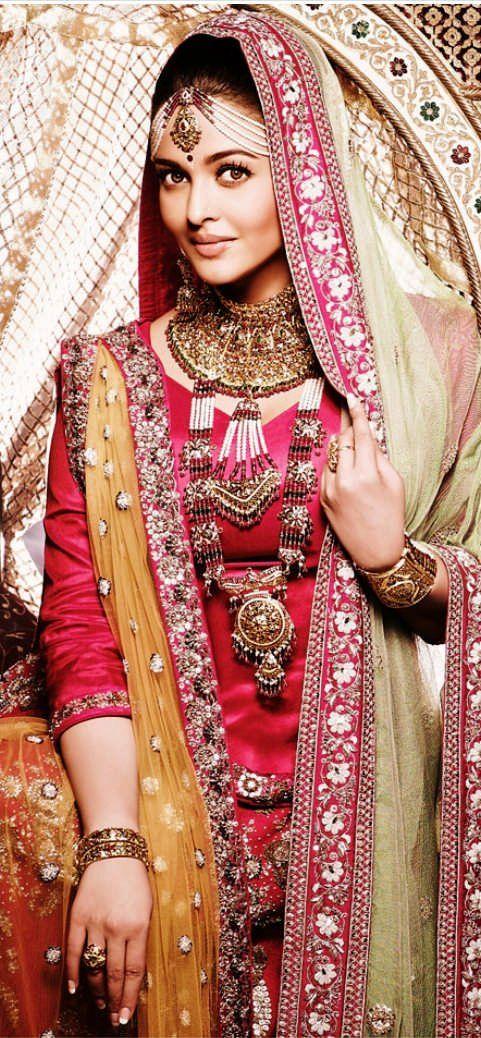 Aishwarya Rai Bachchan's New Print Ad for Kalyan Jewellers