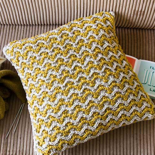 Doppia Rete Crochet Cushion
