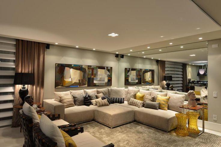 Apartamento de um homem solteiro valoriza a área de convívio comum para a realização de recepções informais e festivas | Casa&Cia