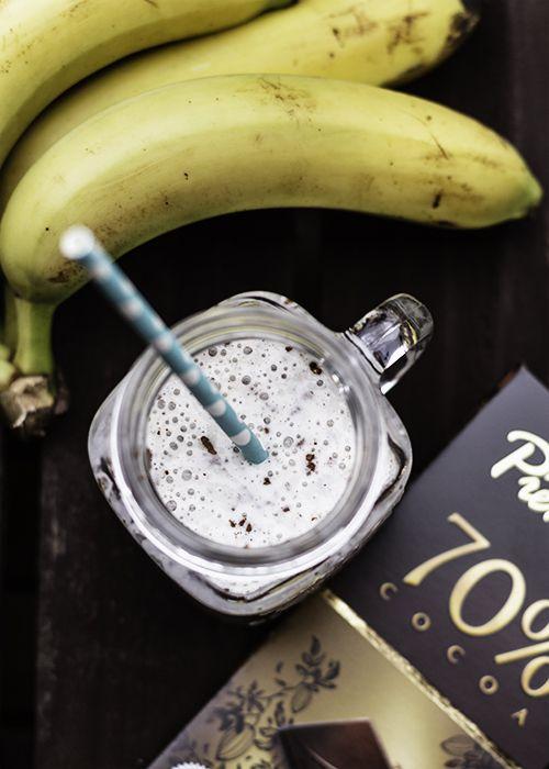 koktajl bananowy z chia i czekoladą. Koktaj lbananowy bez rafinowanego cukru, pożywny i zdrowy. Nasiona chia do koktajlu...przepis na koktajl bananowy