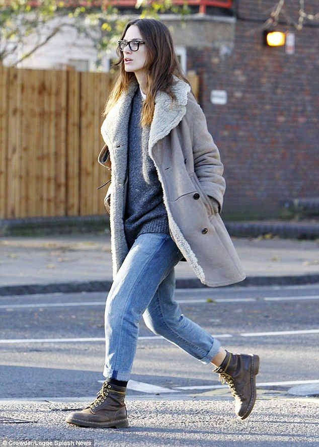 Effortless: The 29-year-old wore loose fitted jeans with a grey jumper and distressed boots