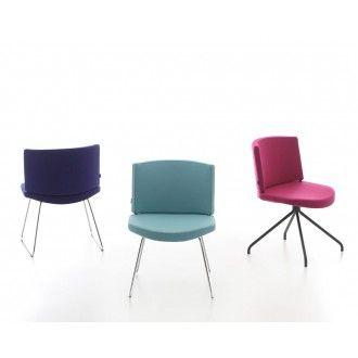 De comfortabele stoel Kurvi is te voorzien van vele soorten stof en kleuren, waaronder (kunst)leder. De licht gebogen rug en zitting zorgen voor een prettig zitcomfort. Er kan gekozen worden uit een sledeframe of een 4-poots kruisvoet in diverse kleuren.