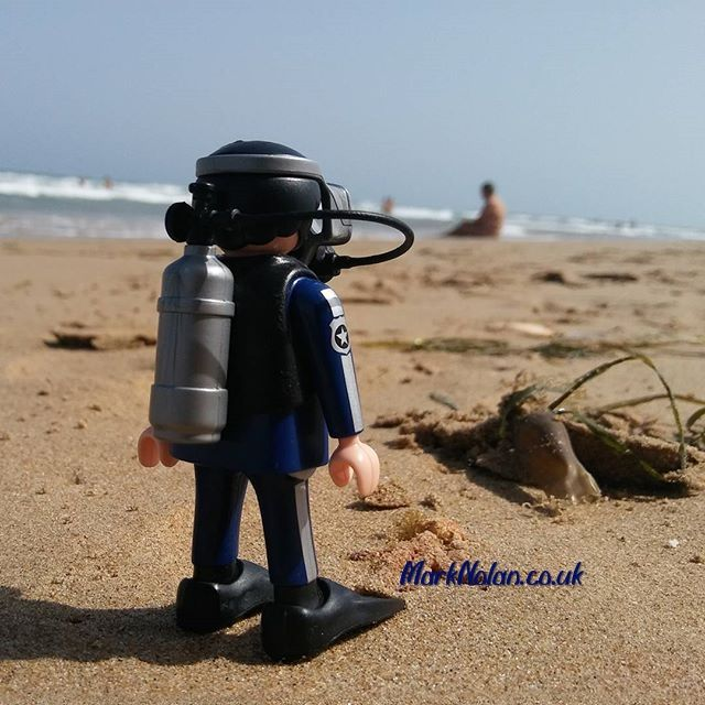 Maybe I should ask that chap. #playmobil #police #policia #diver #beach
