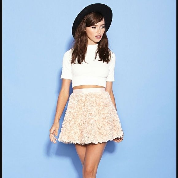 Forever 21 Floral Skirt This brand new skirt features a dramatic fluffy floral pattern and tulle lining for extra pouf! Forever 21 Skirts Mini