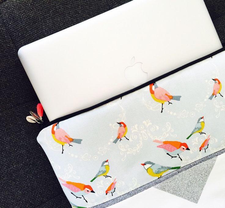 Pochette Romantique argenté Macbook 13 pouces, simili cuir blanc et tissu aux motifs oiseaux