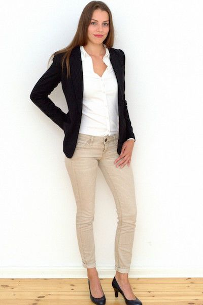Hostess im Business Casual Outfit