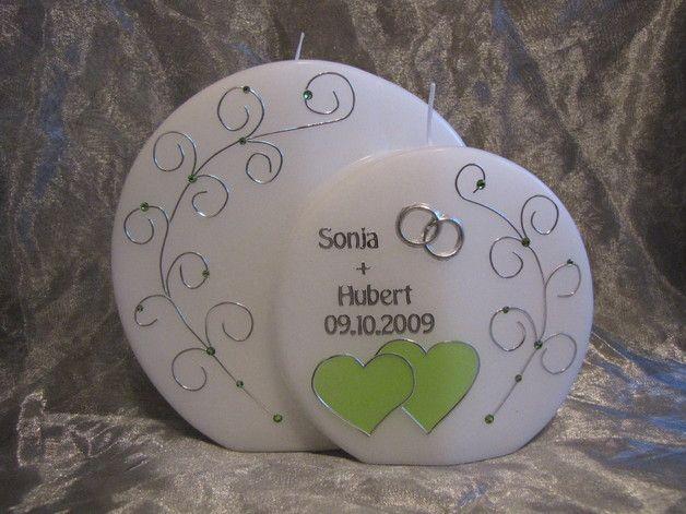 Handverzierte Hochzeitskerze inklusive Beschriftung mit Namen & Datum  Wir gestalten die Kerze nach Ihren Wünschen,für Ihre eigene Hochzeit oder als persönliche Geschenkidee   Im Bild weiße...