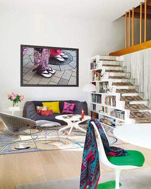 Love the book shelf: Living Rooms, Interiors Design, Color Interiors, Barcelona, Apartment, Under Stairs, Stairca, House, Bookca