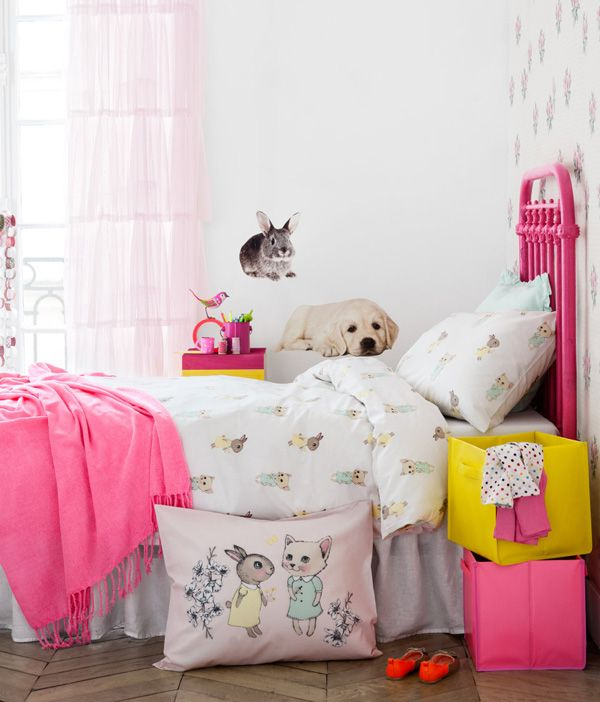 fluo pink and a menagerie of animals. #kids #room..