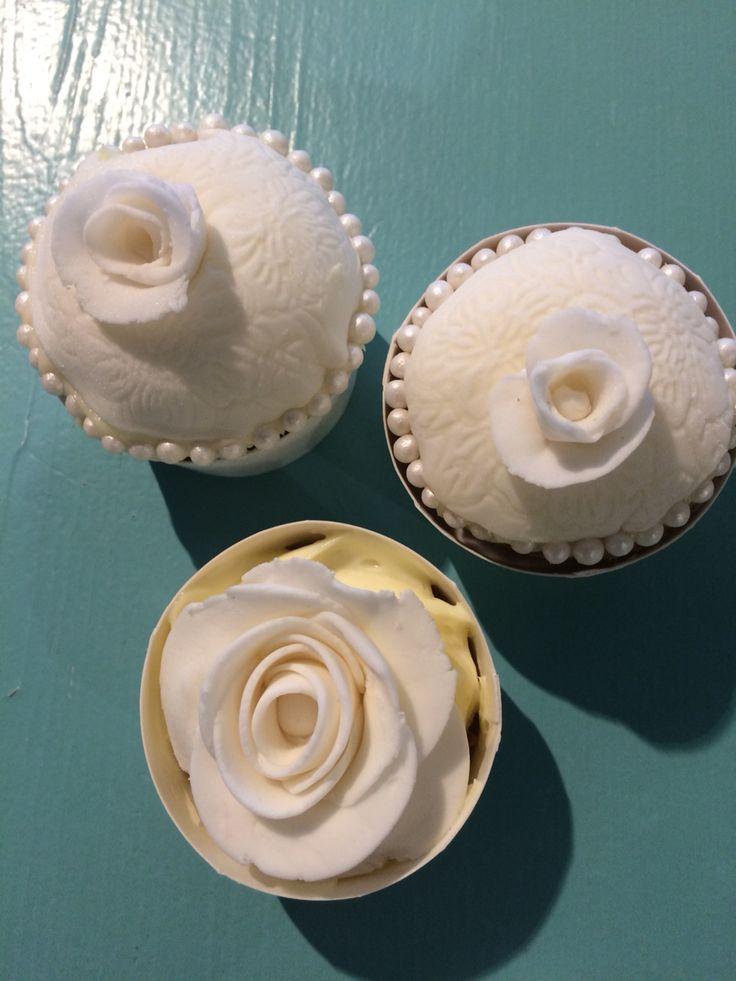 Bryllups dekor på cupcakes