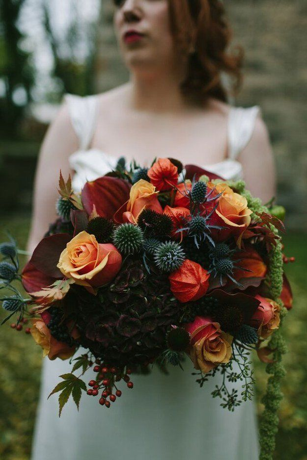 Carry a dramatic and elegant fall bouquet.