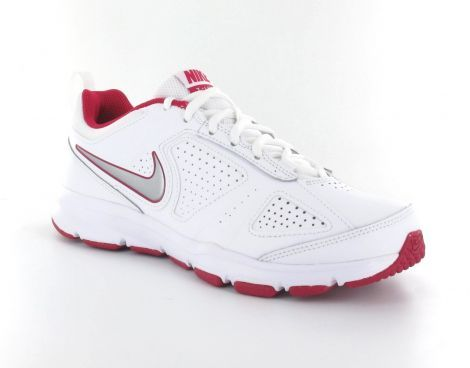 De Nike T-lite XI fitness schoenen voor dames zijn voorzien van een stevige buitenzool en van diverse ventilatie gaatjes. De schoenen hebben een versteviging in de hak voor extra draagcomfort. Tevens is op beide zij kanten van de schoen het #Nike swoosh logo zichtbaar. #fitnessschoen #damesfitnessschoen