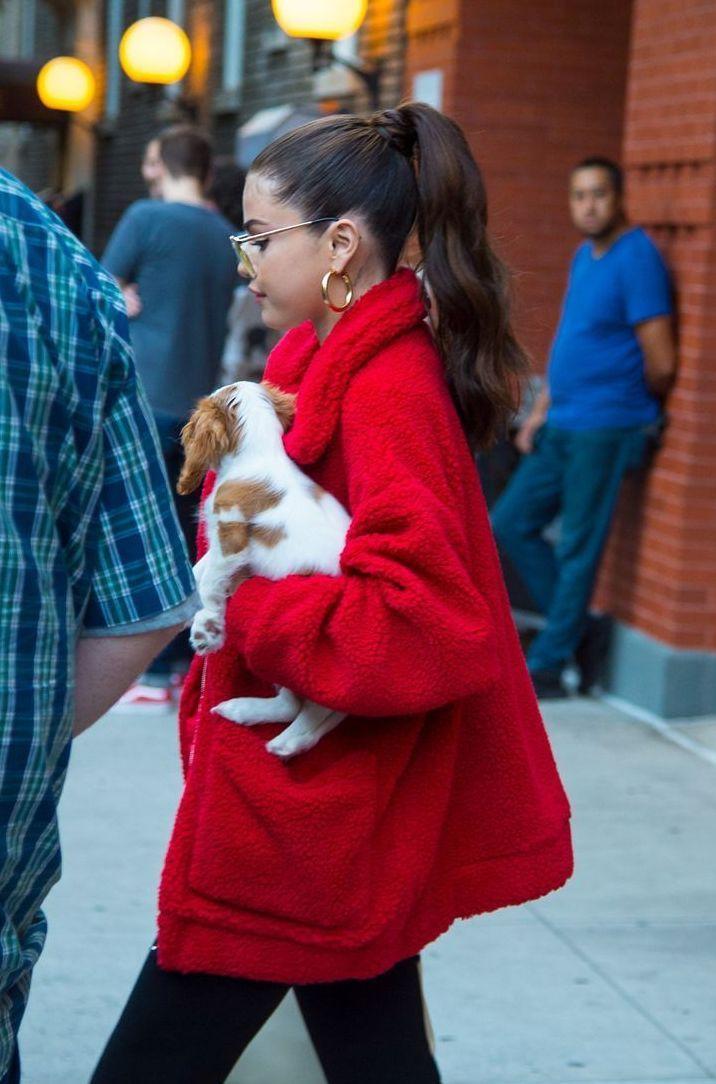 Selena gomez outfits, Marie gomez, Selena gomez photos, Selena gomez pictures, Selena gomez street style, Selena gomez dress Selena gomez style, Selen…