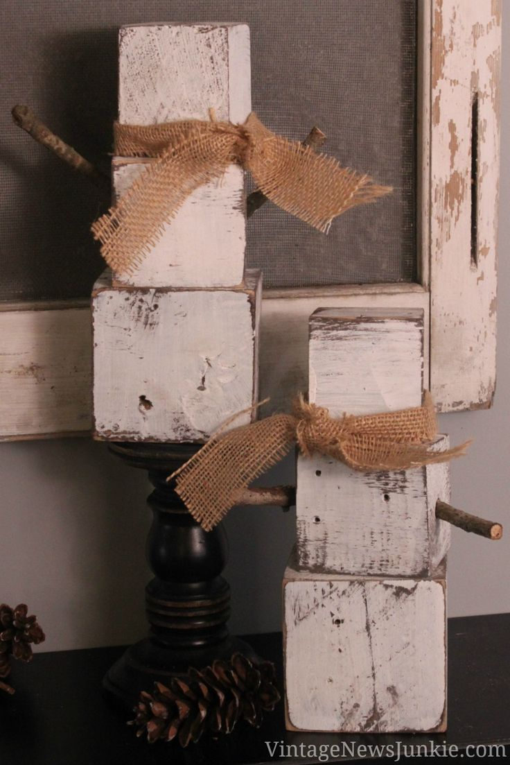 How to Make a Snowman from Wood Pallets #DIY #WoodPallets #Holiday