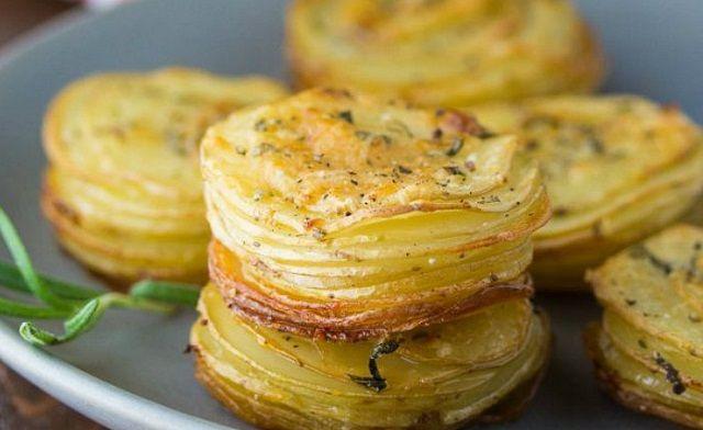 thumbnail_psites-patates-me-parmezana-ke-dendrolivano