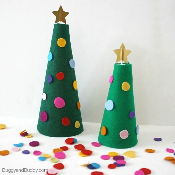 Easy and Fun Felt Christmas Tree | Planning simple Christmas tree crafts is a great way to build on children's excitement for the upcoming holiday.