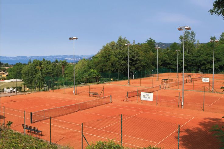 Tennis Courts and Private Tennis Lessons