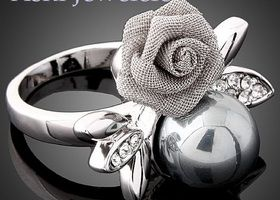 New Style Alloy 18K White Gold Plated Round Pearl Flower Crystal Studded Wedding Ring Set