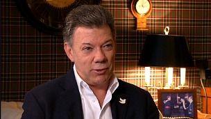 """Juan Manuel Santos: """"Están haciendo una guerra sucia"""" contra el proceso de paz - BBC Mundo - Noticias SANTOS IGUAL Q MADURO USAN MISMO DISCURSO TOTALITARIO COMUNISTA IGNORANTE YA Q NO SABEN EL SIGNIFICADO DE FASCISMO."""