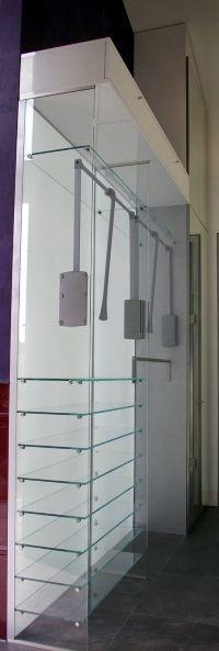 Wie wäre es einfach mit einem Schrank aus Glas? Man muss die Klamotten bestimmt nicht lange suchen // Lauer DIE SCHREINEREI www.schreinerei-lauer.de