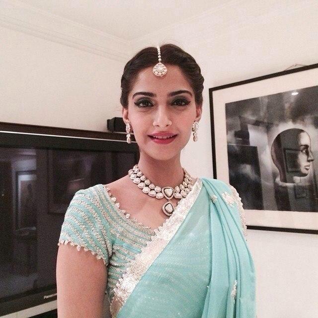 Sonam Kapoor dazzles at buddy Namrata's sangeet | PINKVILLA