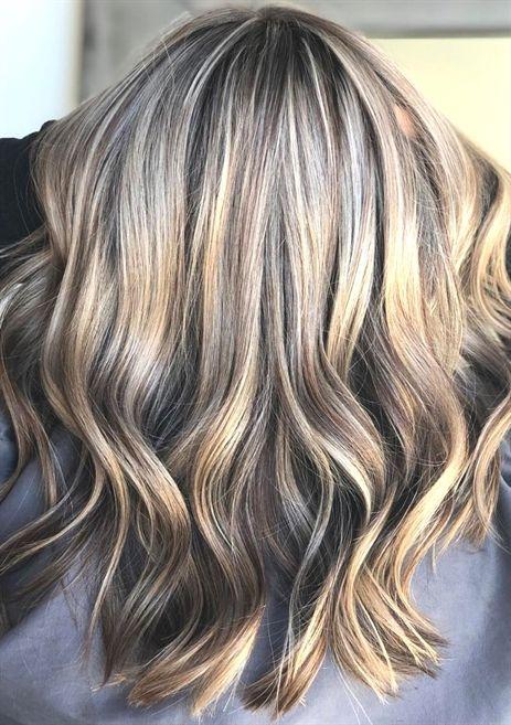 Mushroom Blonde ist der #Frisuren Trend 2019 und die perfekte Farbe für blonde und braune Haare. Wir zeigen Bilder der Pilz-Farbe! #friseur #haare #2018 #frisurentrend #mittellanges #bob #haar #frisuren #kurze #Frisurentrend #frauen #pony #mittellang