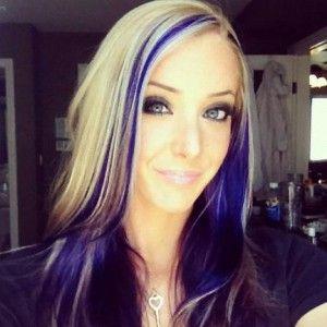 Coloration cheveux tendance, mèches violettes