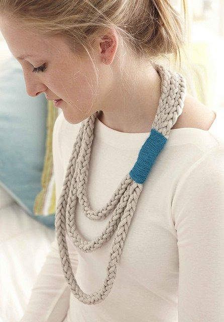 Layered Loop Necklace Finger Knitting Pattern | Arm and Finger Knitting Patterns, many free patterns at http://intheloopknitting.com/arm-knitting-and-finger-knitting/