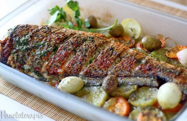 Eu não poderia ter deixado de perguntar a receita do peixe assado que comi e adorei em Arraial. Claro que não recebi uma descrição muito detalhada, mas deu para captar a essência e reproduzir. Em A…