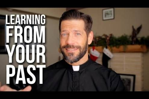 In this Ascension Presents video, Fr. Mike Schmitz encourages us to have the right relationship toour past —to stop dwelling in itor ignoring itand instead to reflect and learn from it. We don&…