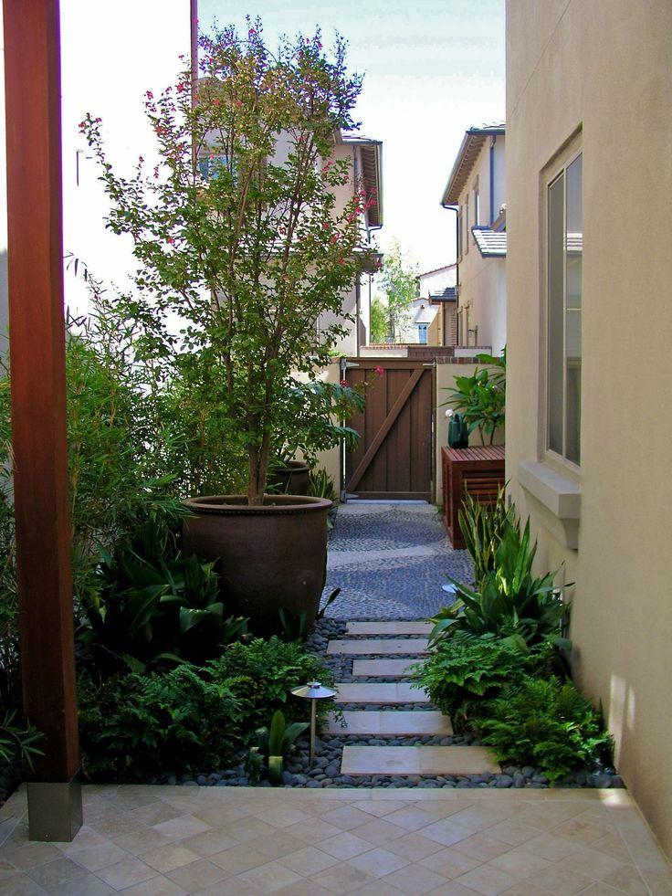 Best 25 side yards ideas on pinterest side yard for Small side yard design
