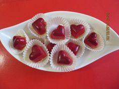 Das perfekte Pralinen: Amaretto-Herzen-Rezept mit Bild und einfacher Schritt-für-Schritt-Anleitung: Die Kakaobutter schmelzen aber nicht zu heiß werden…