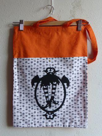 """Tote bag """"Les chaussettes de la sorcière"""" #totebag #bag #handbag #sac #sacamain #sorcière #witch #chaussettes #socks #gothic #gothique #orange #spiders #araignées #spiderwebs #toiledaraignée #faitmain #handmade #cousumain #DIY #couture #sewing #alittlemarket"""
