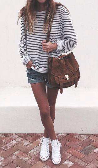 Printemps/Été - Pull blanc à rayures noir - short en jean - sac à main marron - converses blanches
