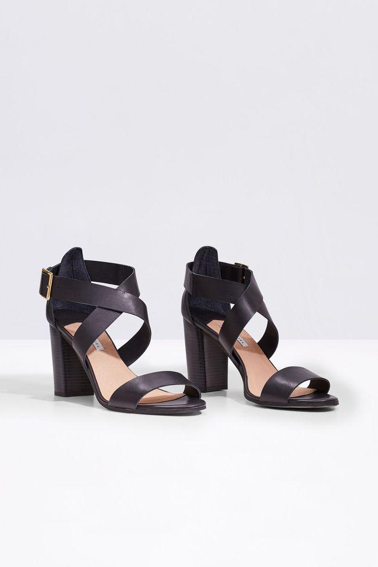 Sandalia tiras cruzadas | Zapatos | Cortefiel