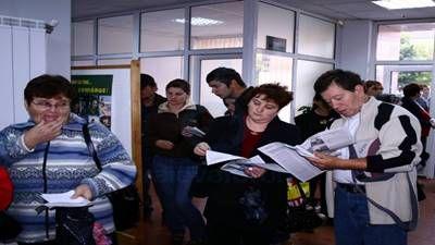 Doljul este, în continuare, județul cu cel mai mare număr de someri din țară, cu 25.869 de astfel de persoane, potrivit datelor AJOFM publicate pe site-ul instituției. Pe de altă parte, din punct de vedere procentual, județul se situează pe locul al patrulea la nivel național, având o rată a șomajului de 9,41% la finalul lunii decembrie 2016, în creștere față de luna noiembrie, când a fost de 9,35% și aproape dublu față de rata șomajului înregistrat la nivel național, care este de 4,77%…