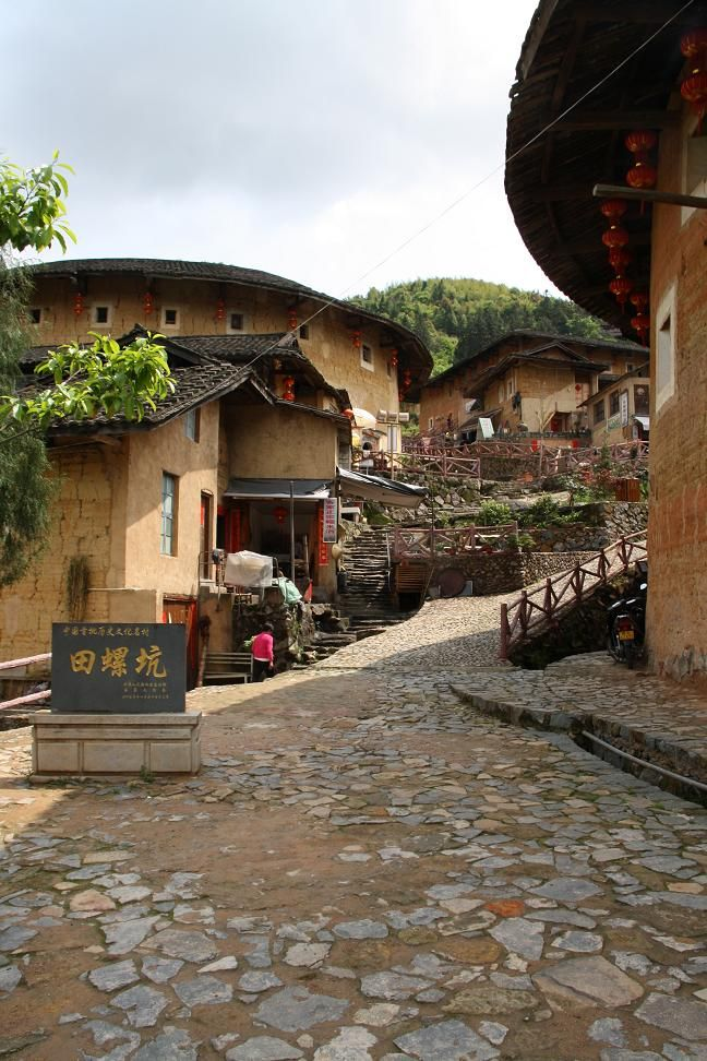 Hakka earth buildings   (Photo by Mark Töpperwien)