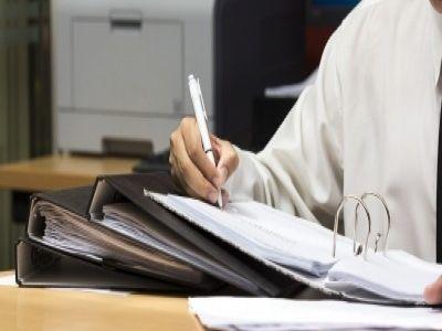 Persoanele fizice autorizate (PFA) sunt obligate, conform legii, săîntocmească anumite registre în care să evidențieze operațiunile contabile efectuate începând de la înființare, indiferent de domeniul în care activează. În articolul de faţă vom avea în vedere principalele registre pe care trebuie să le aibă, anul acesta, o PFA.
