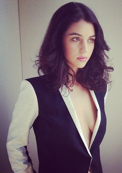 """Adelaide Kane Is Insanely Sexy (5/10) 