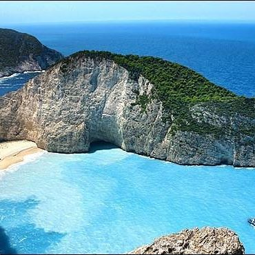 Did you know that in Zante there's a stunning hidden beach accessible only by sea that holds a secret? On its shore you can admire the nostalgic wreck of a boat that was shipwrecked many years ago. Our beautiful 14mt. Lagoon Okeanos wll be happy to drive you to discover this secret incredible spot! #beach #cruise #summer2016  #yachtcruise #travel #yachtcharter #greece #luxurylife #getaway #sailing  #honeymoon #luxuryyacht #yacht #luxury #luxurylifestyle #travel #travelling #luxuryholiday…
