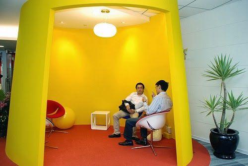 Kleurrijk  geel kantoor