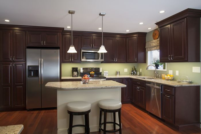 Cabinets: Bordeaux Maple, Standard Overlay using Square