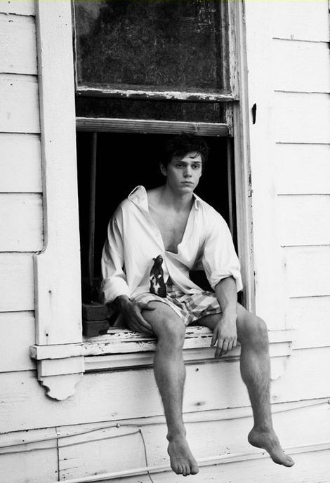 Evan Peters. I know he's about 10, but there's something hot 90s teenage dude about him. Lol