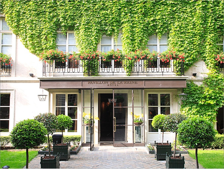 Pavillon de la Reine - spa & hotel in the arty Marais district - 28 Place Des Vosges
