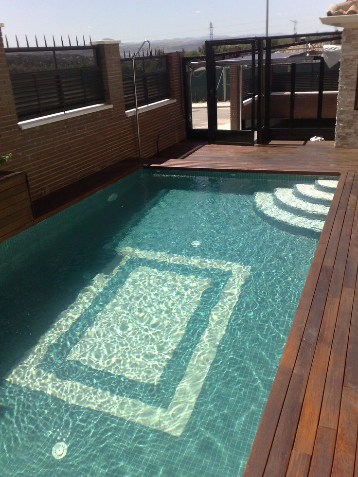 8 best images about piscina con jardineras y cascadas - Piscina madera rectangular ...