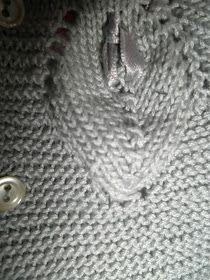 UN FRESCO JUBÓN de algodón gris con HOJAS bordeando el canesú empezado por el cuello, es nuestra última creación bebé para este verano     ...