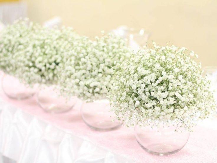 GYPSOMILKOVÁ SVADOBNÁ VÝZDOBA V GASTRE Na výzdobu svadobnej hostiny sme použili 300 ks bielej gypsomilky a ostantné dekorácie sme ladili do jemnej ružovej. V svadobnej kytičke boli použité ruže, hortenzie, pivonky, astilbe, eustoma a trošku gypsomilky.