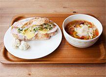 パンとスープとネコ日和 ハムとチーズとチコリのサンドとミネストローネ